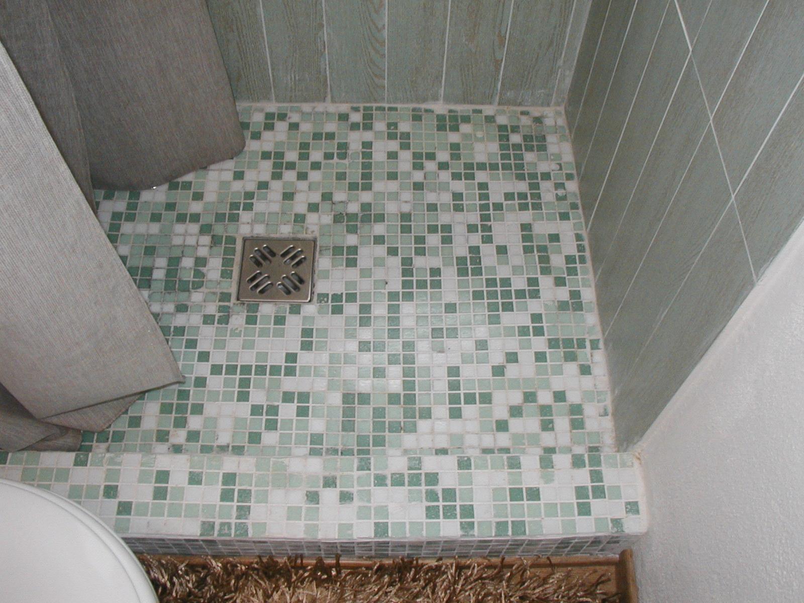 Bagni Con Doccia Alla Finestra : Bagno con doccia davanti alla finestra latest beige tegole parete