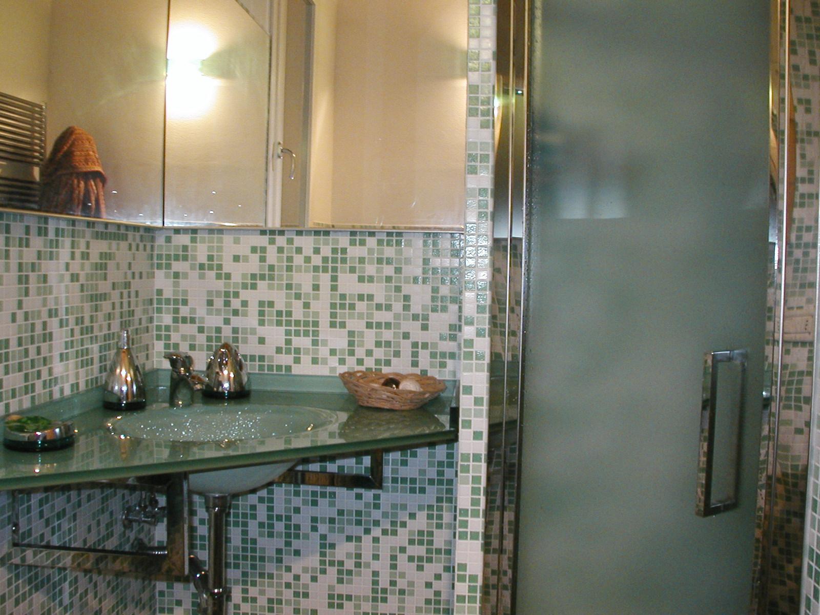 Bagno idee vignoni - Bagno mosaico verde ...